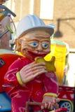 OLDENZAAL, PAÍSES BAJOS - 6 DE MARZO: Figuras gigantes durante el desfile de carnaval anual en Oldenzaal, Países Bajos Fotografía de archivo libre de regalías