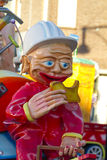 OLDENZAAL, PAYS-BAS - 6 MARS : Chiffres géants pendant le défilé de carnaval annuel dans Oldenzaal, Pays-Bas Photographie stock libre de droits