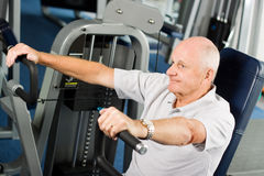 Older man exercising at the gym Royalty Free Stock Image