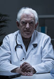 Older serious doctor Royalty Free Stock Photo