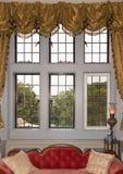 Oldfashioned fönster med förhängear Arkivbilder