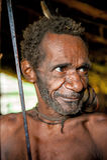 Oldman do Papuan do tribo de Korowai Fotos de Stock