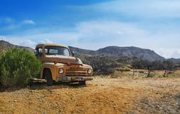 OLDSMOBILE - CAMION DE ROUTE 66 - COLLECTE AUTOMOBILE - ARIZONA - MOJAVE - HACKBERRY photo stock