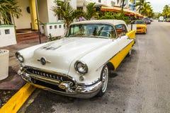 Oldsmobile clássico com cromo Imagem de Stock Royalty Free