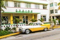 Oldsmobile clássico com parksd da grade de radiador do cromo na frente de Imagens de Stock Royalty Free