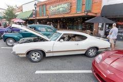 Oldsmobile classico 442 su esposizione fotografie stock libere da diritti