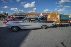 1959 Oldsmobile Dynamic 88 coupe, with caravan Royalty Free Stock Photos