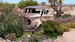 Oldtimer Carwreck, restoroute de canyon, Namibie Image stock