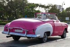 Oldtimer in Cuba Havana op de straat wordt geparkeerd die Stock Afbeelding