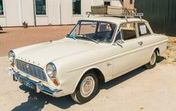 Oldtimer 1965 de Ford Taunus no dia nacional anual do oldtimer em Lelystad imagem de stock
