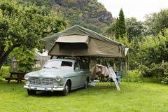 Oldtimer met Tent in Dak Royalty-vrije Stock Afbeelding