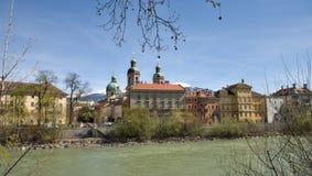 Oldtown因斯布鲁克和河旅馆,奥地利 免版税库存照片