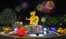 Oldtownphuket hny Tailandia di Phuket di celebrazione newyear di conto alla rovescia dei fuochi d'artificio del drago Fotografie Stock Libere da Diritti