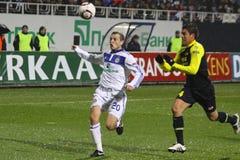 Oleg Gusev des Dynamos Kyiv (L) und Hector Moreno von Stockbild