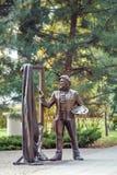 Oleg Kukushkin `艺术家`的雕刻的构成在顿河畔罗斯托夫的堤防站立 库存照片