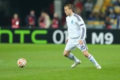 Oleh古谢夫跑与球、UEFA欧罗巴16秒腿比赛同盟回合在发电机之间和埃弗顿 免版税库存照片