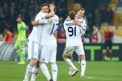 Oleh Gusev comemora o objetivo marcado, o círculo da liga do Europa do UEFA da segundo harmonia do pé 16 entre o dínamo e o Evert foto de stock