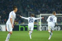 Oleh Gusev comemora o objetivo marcado, o círculo da liga do Europa do UEFA da segundo harmonia do pé 16 entre o dínamo e o Evert imagens de stock royalty free