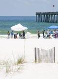 Oleie lavagens em terra na praia de Pensacola Imagem de Stock