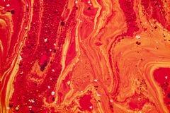 Oleju i atramentu bąble czerwień i złotych kropel makro- tło Obraz Royalty Free