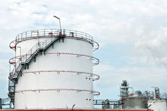 Oleju i benzyny składowi zbiorniki Zdjęcia Royalty Free