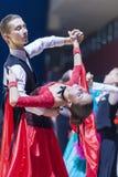 Oleshkevich达尼尔和Bashlaminova奥尔加执行少年1标准欧洲节目 库存图片