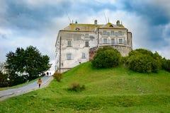 Olesk Lviv Oblast, Ukraina, Oktober 07, 2017: Sikt av den Olesky slotten Royaltyfria Bilder