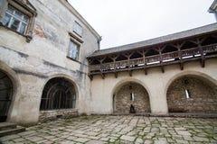 Olesko,乌克兰- 2017年5月02日:对历史的城堡的看法在Olesko,利沃夫州地区,乌克兰 库存照片