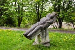 Olesko,乌克兰- 2017年5月02日:石雕塑在Olesko城堡的庭院公园,利沃夫州地区,乌克兰 库存照片