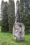 Olesko, Ukraina - 02 2017 MAJ: Kamienna rzeźba w ogródu parku przy Olesko kasztelem, Lviv region, Ukraina Zdjęcie Stock