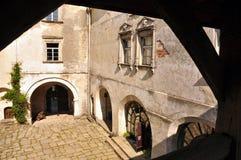 Olesky城堡的庭院 免版税库存照片
