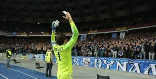 Olexandr Shovkovskiy在UEFA欧罗巴16在发电机和埃弗顿之间的秒腿比赛以后同盟回合祝贺他的爱好者 免版税库存图片