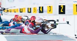 Olga Vilukhina (Rus) auf einer Schusslinie am k 13,5 der Biathlon-Frauen Stockbilder