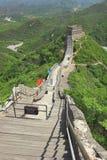 Olhando abaixo das etapas, Grande Muralha do resto em Badaling, China Foto de Stock