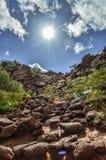 Olhando acima a montanha do Camelback no Arizona Imagem de Stock Royalty Free