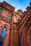 Olhando acima no castelo de Smithsonian, em Washington, C.C. Imagem de Stock Royalty Free
