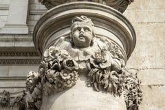 Olhando acima no detalhes de St Pauls Cathedral, Londres, Inglaterra, Reino Unido, o 20 de maio de 2017 imagem de stock