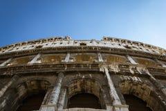 Olhando acima o Colosseum Imagens de Stock