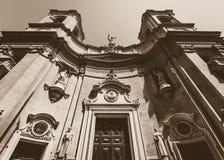 Olhando acima Saint Dominic Church Valletta Malta imagens de stock