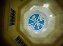 Olhando acima a torre Fotos de Stock Royalty Free