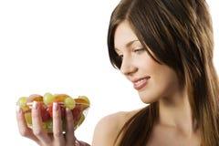 Olhando a fruta Imagens de Stock Royalty Free