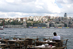 Olhando o Bosporus Fotografia de Stock