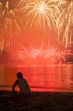 Olhando o fogo de artifício Fotos de Stock
