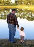 Olhando o lago do espelho imagens de stock royalty free