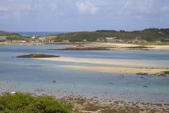 Olhando para Grimsby novo de Bryher, ilhas de Scilly, Inglaterra Fotografia de Stock