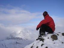 Olhando picos distantes Imagem de Stock Royalty Free