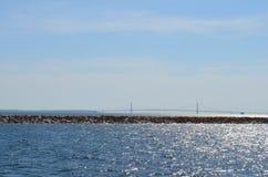 Olhando a ponte Imagem de Stock Royalty Free