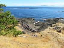 Olhando sobre o som do parque de Helliwell, ilha de Hornby, BC imagem de stock