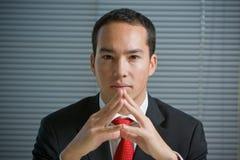 Olhar concentrado sério do homem de negócio Fotos de Stock