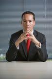 Olhar concentrado sério do homem de negócio Fotografia de Stock